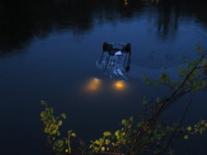 car_in_river