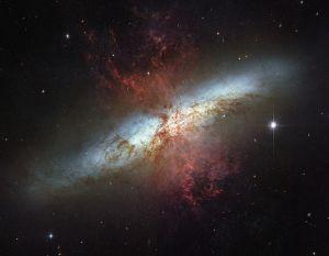 770px-M82_HST_ACS_2006-14-a-large_web