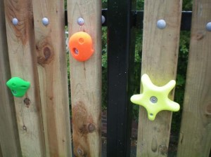 climbing_wall_fence_fixings